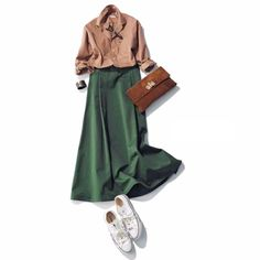 シャツ×グリーンスカートコーデ