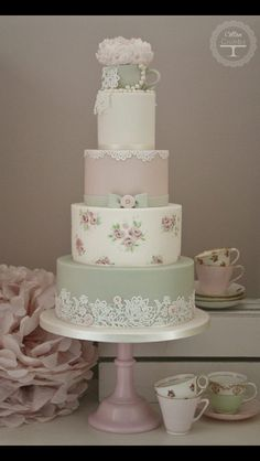 Love the green on this cake, plus the contrast from the flower decor tier