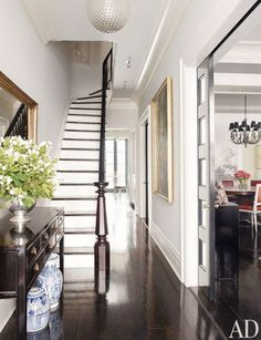 The entry hall in Brooke Shields' New York townhouse has all the staples of a traditional home: blue-and-white delftware, an antique Chinese desk, a great gold mirror, and an original piece of art. But it's her beautiful staircase and banister that really catches our eye.