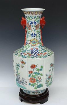 A Fine Chinese Qing Dynasty Famille Rose Porcelain Vase with a Qianlong Mark, Decorated with a Painting of Flowers, Size: H*D 37*18cm