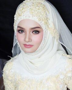 "Nbbng…"" Bridal Hijab, Disney Wedding Dresses, Hijab Bride, Muslim Brides, Wedding Hijab, Girl Hijab, Pakistani Wedding Dresses, Pakistani Bridal, Indian Bridal"