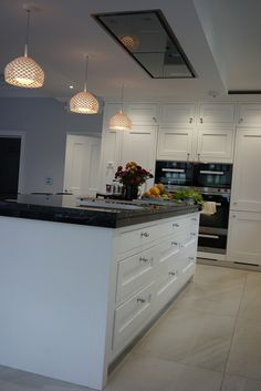 The 1909 Kitchens range is a modern twist on a traditional British kitchen. See our stunning collection of kitchen styles now or visit our kitchen showroom today German Kitchen, New Kitchen, Kitchen Ideas, Kitchen Inspiration, Traditional British Kitchens, Kitchen Showroom, Quality Kitchens, Bespoke Kitchens, Beautiful Kitchens