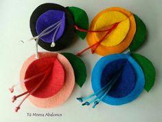 Broche lirios fieltro www.tumismaabalorios.blogspot.com