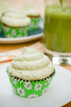 Green Smoothie Cupcakes | Cupcake Project - I made a batch and they were pretty good. Used a different frosting recipe, buttercream with meringue powder, kept the smoothie as part tho.