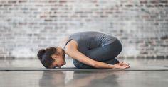 Sie schlafen schlecht ein oder nicht richtig durch? Oder Sie wachen morgens so früh auf, dass Sie nicht ausgeschlafen sind? Versuchen Sie es mal mit diesen Yoga-Posen kurz vor dem Schlafengehen