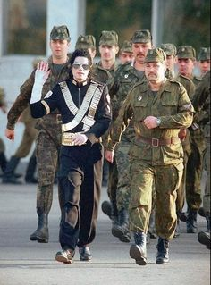 Michael Jackson is marching with #Russian soldiers in 1993, Moscow.