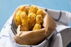 Mit diesen knusprigen Low-Carb Kohlrabi Pommes hast du eine super leckere LC Alernative! Pommes müssen nicht immer aus Kartoffeln sein! #LowCarbPommes #Kohlrabipommes #KnusprigeLowCarbPommes