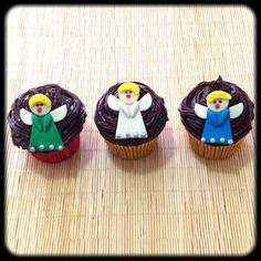 » Cupcake Anjinho | Cupcake Anjinho, cobertura de chocolate e pasta americana. Sabor do recheio e da massa do bolo de sua preferência.