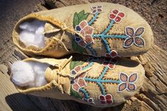 Pair Of circa 1893 Cree Indian Beaded Moccasins