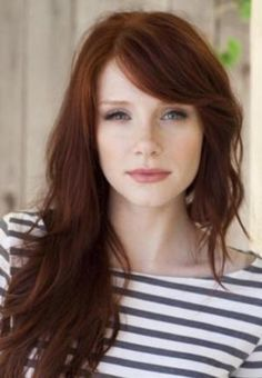 "Auburn hair color is a variation of red hair color but is more brownish in shade. Just like the ombre,Read More Flattering Auburn Hair Color Ideas"" Bryce Dallas Howard, Hair Color Auburn, Auburn Hair Copper, Dark Copper Hair, Brown Auburn Hair, Bronze Hair, Gold Hair, Long Hair With Bangs, Side Fringe Long Hair"