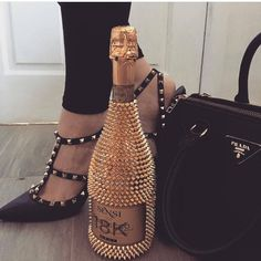 Prada Bag heels, and Prada Alcohol Bottle Decorations, Liquor Bottle Crafts, Alcohol Bottles, Diy Bottle, Bottle Art, Glitter Champagne Bottles, Bling Bottles, Bedazzled Bottle, Decorated Liquor Bottles