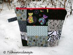 "Tilkunviilaaja -- quilted zipper pouch ""Kissanpolkka"" (Cat Polka)"