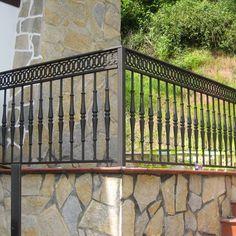 Resultado de imagen de balcones de forja Balcony Railing Design, Deck Railings, Balustrade Balcon, Glass Balcony, Wrought Iron Fences, Outdoor Structures, Decks, Home, Iron