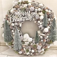Veja mais no site Christmas Reef, Christmas Advent Wreath, Holiday Wreaths, Christmas Crafts, Holiday Ideas, Rose Gold Christmas Decorations, Xmas Decorations, Mery Crismas, Merry Christmas Images