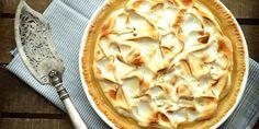 Křehoučké těsto, svěží citrónový krém a nadýchaná pusinková poleva - to je klasický meringue páj.