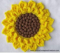 Crocodile Stitch Sunflower Square Crochet Pattern Tutorial with Pictures. This fun and easy tutorial will help you create a crochet square you can use for many things! Crochet Applique Patterns Free, Granny Square Crochet Pattern, Crochet Flower Patterns, Crochet Blanket Patterns, Crochet Flowers, Crochet Stitches, Free Crochet, Crochet Sunflower, Crochet Leaves