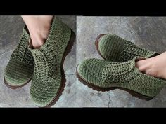 DIY & Crafts: Holiday Gift Wrapping Ideas: 4 Effortless Ways To Wrap Odd-Shaped Gifts Crochet Baby Sandals, Crochet Boots, Crochet Slippers, Cute Crochet, Knit Crochet, Crochet Capas, Shoe Pattern, Crochet Videos, Chrochet