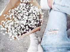mini white blooms & ripped jeans #style #fashion #flowers