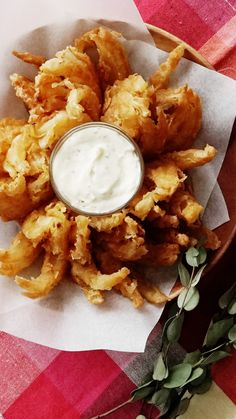 Easy Blooming Onion,Healthy, Many of these healthy H E A L T H Y . How to make very easy Blooming Onion. Source by tastemade. Vegetable Dishes, Vegetable Recipes, Blooming Onion Recipes, Grilled Blooming Onion Recipe, Outback Blooming Onion Sauce, Baked Blooming Onion, Good Food, Yummy Food, Tasty