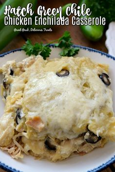 Hatch Green Chile Chicken Enchilada Casserole is loaded with shredded chicken, New Mexico Hatch chiles, sour cream, olives and lots of cheese and is a delicious and easy dinner recipe. Green Chicken Enchilada Casserole, Green Chili Casserole, Green Chicken Enchiladas, Crockpot Enchilada Casserole, Casserole Recipes, Bean Casserole, Enchilada Sauce, Hatch Green Chili Recipe, Green Chili Recipes