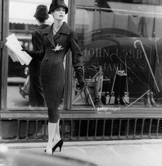 "Anne Sainte-Marie with newspaper for Vogue London, Photo Henry Clarke. Original caption: ""Model in front of London store window, wearing tweed sheath coat dress and hat, both by Dior. Dior Vintage, Glamour Vintage, Vintage Couture, Vintage Mode, Vintage Stores, Vintage Hats, Fashion Models, Dior Fashion, 1950s Fashion"