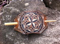 Geometrical hand carved leather hair barrette - tooled leather - stick barrette - Haarspange aus Leder - New Ideas Leather Carving, Leather Tooling, Tooled Leather, Handmade Items, Etsy Handmade, Handmade Gifts, Boutique Etsy, Hair Sticks, Hair Barrettes