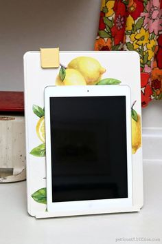 Make An iPad Stand Out Of A Document Holder - Petticoat Junktion Diy Ipad Stand, Tablet Stand, Ipad Holder For Bed, Retreat Gifts, Iphone 5se, Apple Watch Iphone, Document Holder, Ipad Art, Apple Ipad
