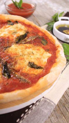 Esta es la receta original para hacer pizza napolitana, la consistencia crujiente de la masa te va a encantar y su sabor será incomparable gracias a los ingredientes que te proponemos en esta receta para hacer una pizza napolitana original.