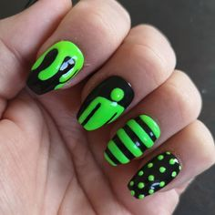 Glow in the dark nails Billie Eilish Inspired press on nails Acrylic Nail Salon, Best Acrylic Nails, Summer Acrylic Nails, Nail Art, Grunge Nails, Edgy Nails, Billie Eilish, Ongles Funky, Romantic Nails