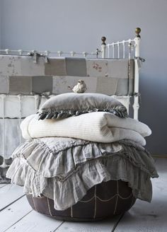 Bella Notte Baby Bed with linen. The bed. The linen blankets. Even the little birdie. Gris Taupe, Linens And Lace, Home And Deco, Neutral Colors, Warm Colors, Vibrant Colors, Bean Bag Chair, Shabby Chic, Pillows