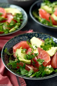 A quick and easy grapefruit & avocado salad that sounds like nothing but is a satisfying, flavorful side! Gluten free, vegan, paleo and low carb. Grapefruit Avocado Salad, Avocado Salat, Ripe Avocado, Easy Salad Recipes, Salad Dressing Recipes, Great Recipes, Gluten Free Recipes, Vegetarian Recipes, Healthy Recipes