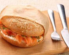 Bagel allégé au saumon fumé, pomme et fromage frais : http://www.fourchette-et-bikini.fr/recettes/recettes-minceur/bagel-allege-au-saumon-fume-pomme-et-fromage-frais.html