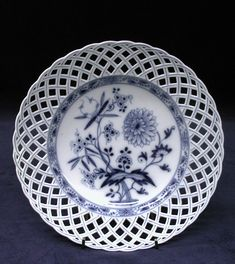Dessert plate Royal Porcelain Manufactory, Berlin ca. Old Plates, Vintage Plates, Plates On Wall, Antique China, Vintage China, Fine Porcelain, Porcelain Ceramics, Dessert Design, Fine China Patterns