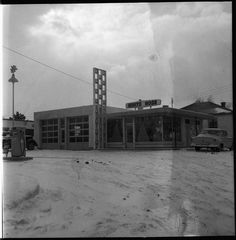White Rose service station on Wharncliffe Rd. S.  c 1954