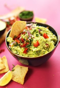 10-minute CRAZY delicious Greek-inspired GUACAMOLE with sun-dried and fresh tomato, red onion, lemon juice and oregano! A healthy, nutritious snack! #vegan #plantbased #glutenfree #guacamole #recipe