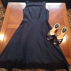 Banana republic chocolate brown dress In perfect condition! Flowy at the bottom and has pockets! Zips up the side. Peers really well with the Chocolate brown Cole Hann kitten heels in my closet! Banana Republic Dresses Midi