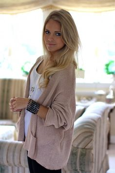 Perfect look for a lazy day! Big sweater + leggings