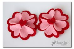 Em seguida, cole um coração na parte superior do centro de modo que você não vê a bagunça cola quente ...Heart Felt Flower Hairclip - with Lifestyle Crafts - Sugar Bee Crafts
