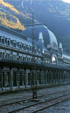 Estación de Canfranc, cerca de la frontera con Francia, España