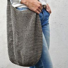 Gratis Häkelanleitung Trendy Shopper Trendy Shopper – Do you need a beach bag for this summer? You can use this shopper as a shopping bag [. Crochet Diy, Bag Crochet, Crochet Motifs, Crochet Market Bag, Crochet Handbags, Crochet Purses, Love Crochet, Crochet Crafts, Crochet Projects