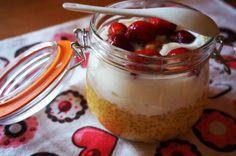 Dziabnij zdrowo!: Tapioka o smaku mango z jogurtem kokosowym i truskawkami