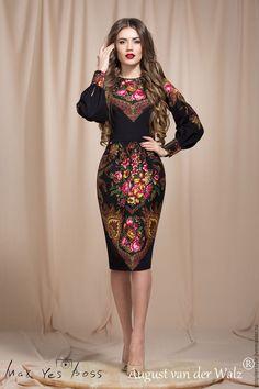 Платье футляр с отделкой из Павлопосадского платка `Магия стиля`, ручная работа, качество Люкс! Сделано в Санкт-Петербурге.
