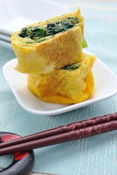 """Japanese Food """"Horenso Tamagoyaki"""", Spinach Egg Roll for Bento Lunch or Breakfast. Or could use quorn ham or tofu strips."""