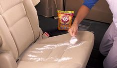 Car Odor Eliminator with Baking Soda – Cleaning with Baking Soda Car Cleaning Hacks, Car Hacks, Cleaning Products, Clean Car Seats, Washer Fluid, Baking Soda Cleaning, Seat Cleaner, Car Smell, Clean Your Car