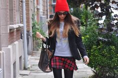 ** NEW OUTFIT POST ** on www.stylingpot.be Wearing : Asos beanie, Urban Outfitters jumper, Zara skirt and blazer, Sacha shoes, Clio Golbrenner bag Stylingpot, blog, blogger, fashion
