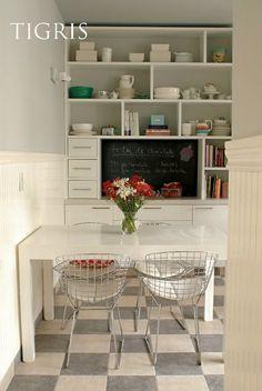 kitchen floor grey instead of black tiles Linoleum Flooring, Kitchen Flooring, Kitchen Dining, Floors, Two Panel Doors, Kitchen Cupboard Designs, Kitchen Ideas, Sell My House, Cocinas Kitchen
