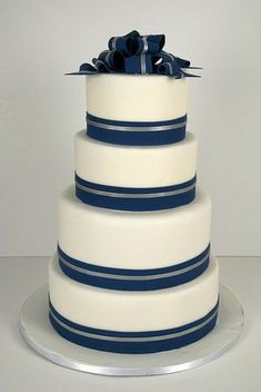 a classic navy and silver wedding cake using navy and silver ribbon #PreppyPlanner