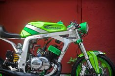 """The Green Machine"" by Santiago Chopper Specialties Triumph Motorcycles, Kawasaki Motorcycles, Kawasaki Cafe Racer, Cafe Racers, Mopar, Motocross, Lamborghini, Paint Bike, Motorcycles"