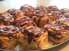 Onsdagskagen blev i dag til en omgang luksus kanelsnegle med chokolade og marcipan. Opskriften på dejen er fra Mette Blomsterberg og fyldet er selvopfundet. Gærdej (20 store snegle): 3 dl. sødmælk 50 g. gær 4 stk. Store æg Vaniljekorn fra 1 vaniljestang 1 spsk. stødt kanel 1 spsk. stødt kardemomme 1 spsk. stødt ingefær 100…
