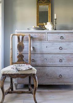 Vanha kulunut piironki muuttuu kodin koruksi hiomalla ja maalaamalla. Katso Unelmien Talo&Kodin ohje ja kunnosta itse perintöhuonekalut ja kirppislöydöt!